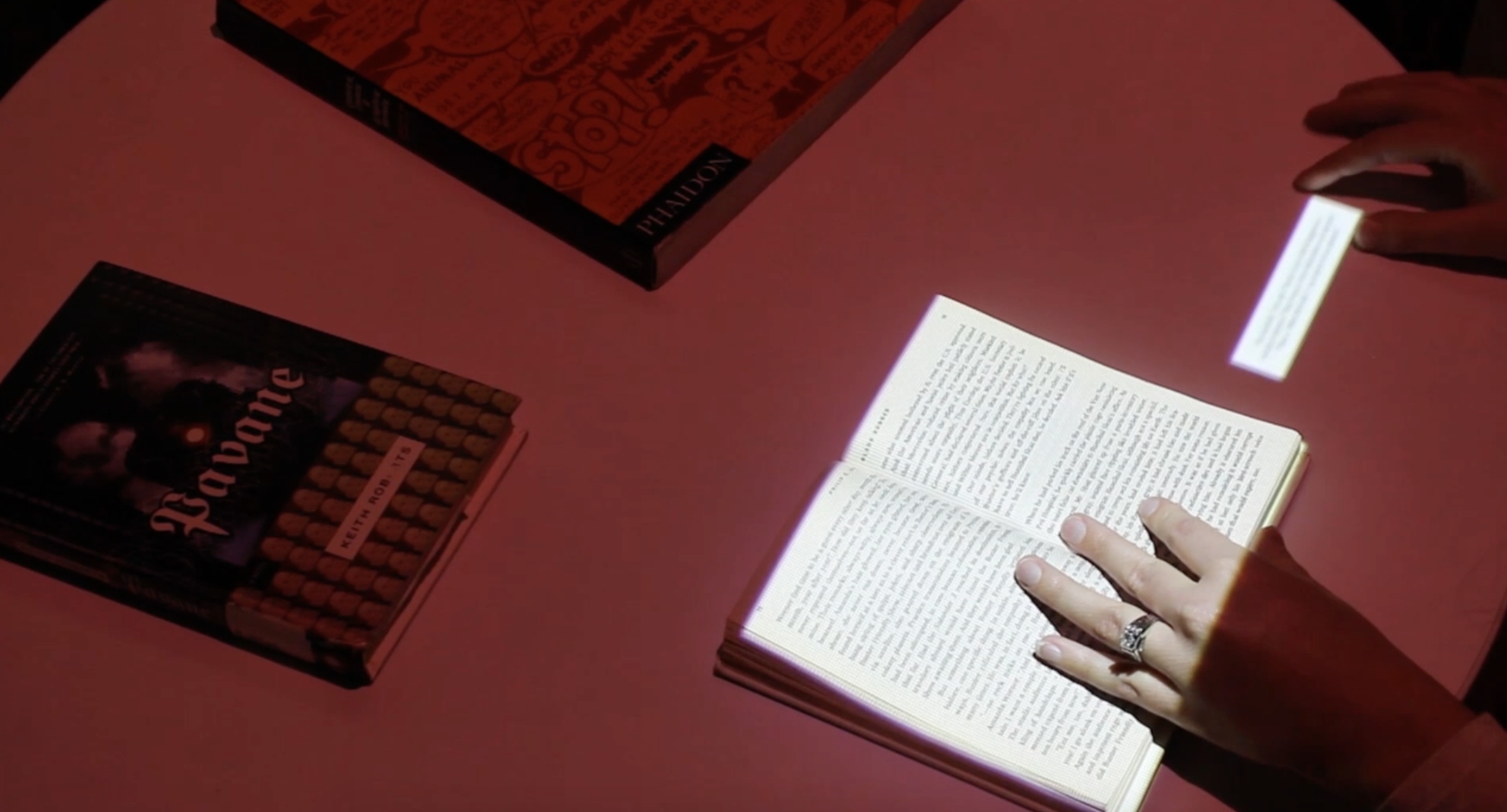 Augmented Reality and an enhanced reading experience